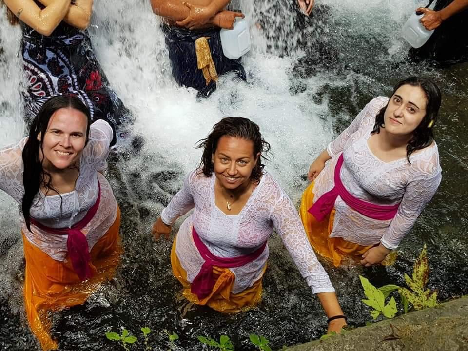 """Rito de Purificación en Bali. Viaje """"Bali Women Evasion""""."""